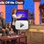 Stirbt er gerade oder ist der Stuhl kaputt?