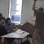 Mathe-Lehrer verliert den Verstand und läuft Amok