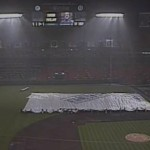 Gar nicht so leicht, einen Baseball-Platz abzudecken