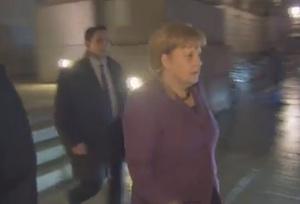 Merkel flüchtet vor investigativem Reporter