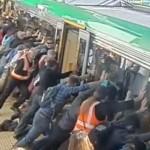 Mann vom Zug eingeklemmt, doch was dann geschah, zeigt wie toll Menschen sind!