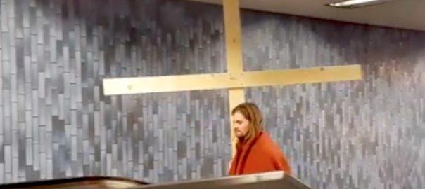 screenshot jesus and the cross