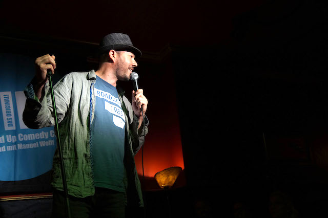 english comedy night cologne. manuel wolff hosting. photo by Lisa Spielmann (c)