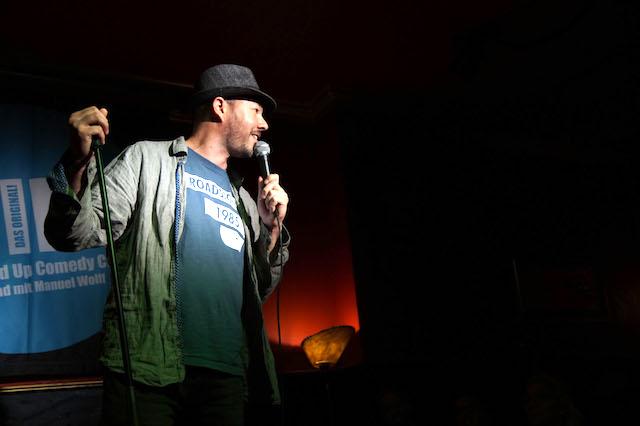 english comedy night cologne. manuel wolff hosting. photo by Lisa Spielmann (c)